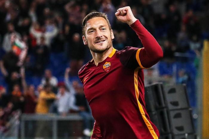 """Roma, parla Totti: """"Il calcio è la mia vita, oggi (quasi) solo nomadi senza cuore"""""""