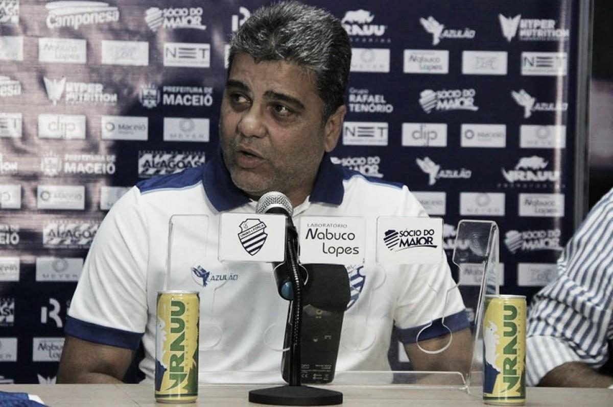 """Apesar de empate com Palmeiras, Marcelo Cabo enxerga evolução no CSA: """"Corrigimos muitas coisas"""""""