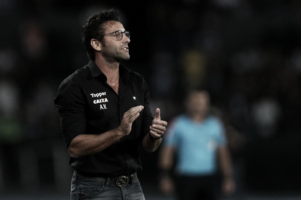 """Mesmo após vaias por empate, Valentim elogia torcida do Botafogo: """"Precisamos deles"""""""
