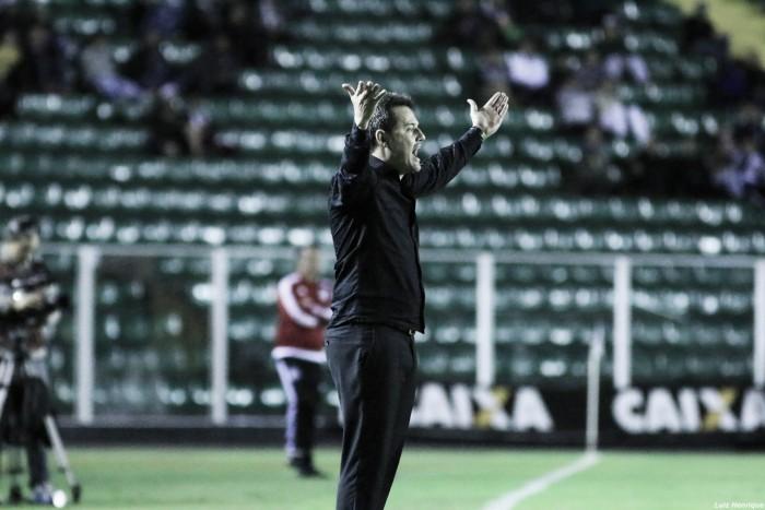 """Argel expõe frustração após goleada e eliminação: """"Resultado que a gente tem vergonha"""""""