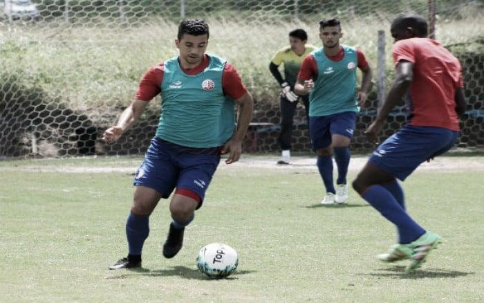 Renan Oliveira garante Náutico com forte marcação e ofensivo diante do Criciúma