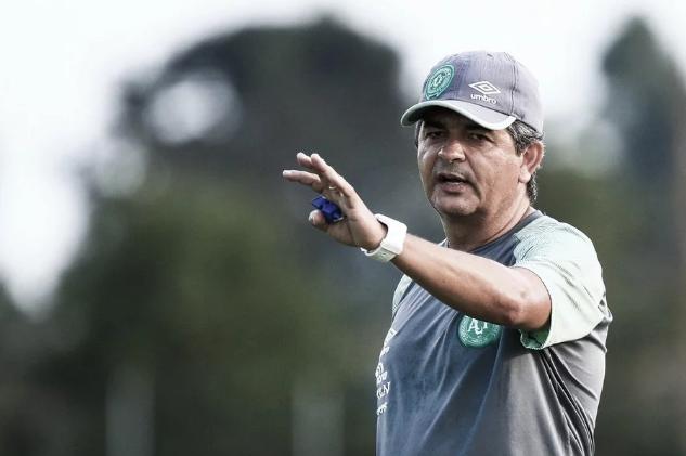 Chapecoense oficializa demissão do treinador Ney Franco