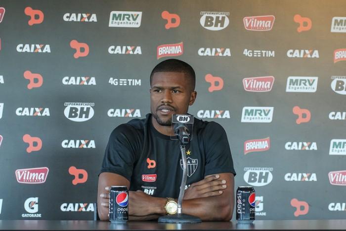 Carlos Cesar não tem lesão constatada e vira opção para Marcelo Oliveira