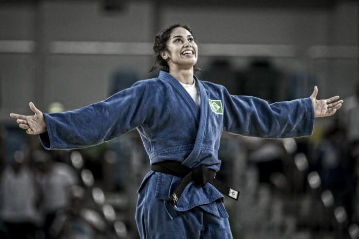Mariana Silva surpreende, bate campeã mundial, vai à semi e busca repetir feito de Rafaela