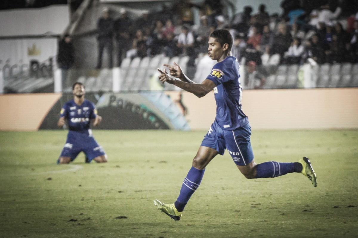 Raniel marca e Cruzeiro bate Santos na Vila Belmiro em estreia do técnico Cuca