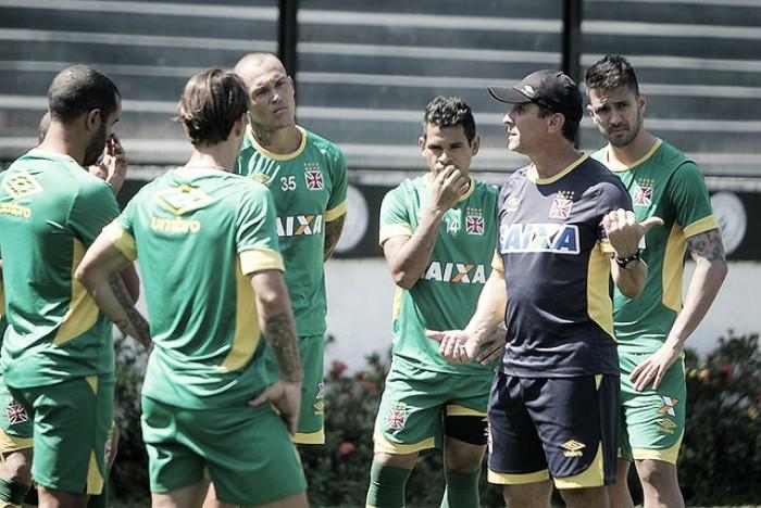 Com seis desfalques, Jorginho terá dor de cabeça para montar time titular contra o Vila Nova