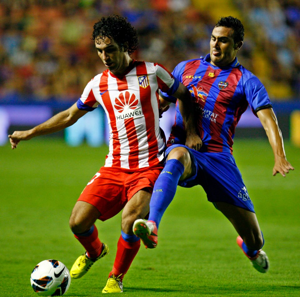 La afición destaca a Arda Turan en el debut de Liga