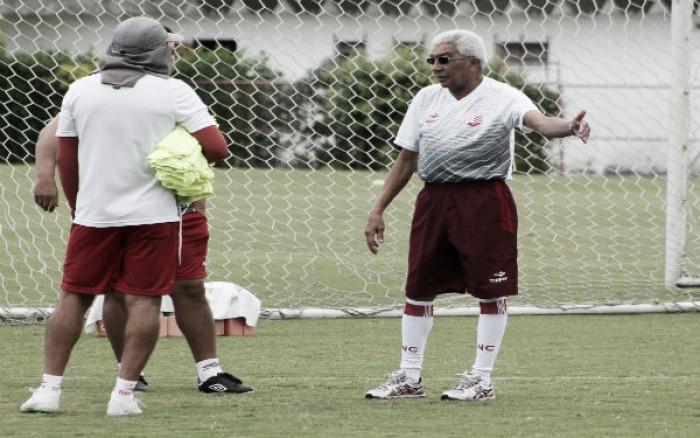 Givanildo Oliveira esboça time titular do Náutico para confronto diante do Bahia