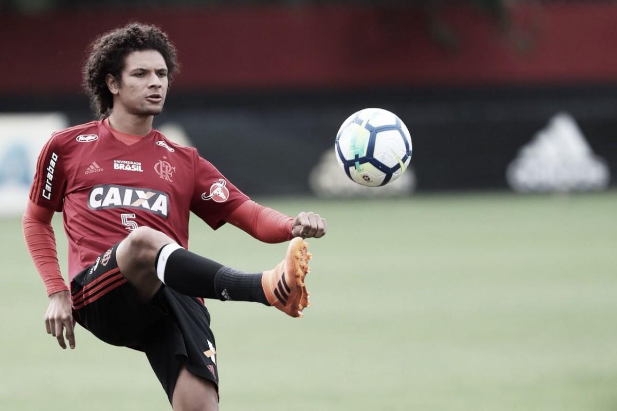 Flamengo negocia venda do volante William Arão para Olympiacos, da Grécia
