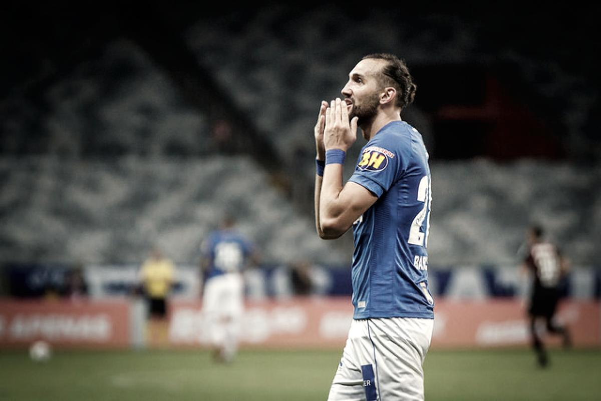 """Barcos comemora primeiro gol com camisa do Cruzeiro: """"Retribuir todo carinho da torcida"""""""