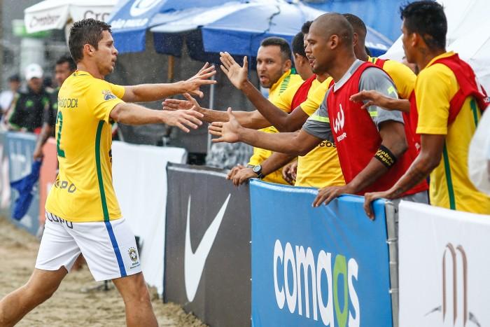 Brasil goleia México e encara a Itália em busca do título do Mundialito