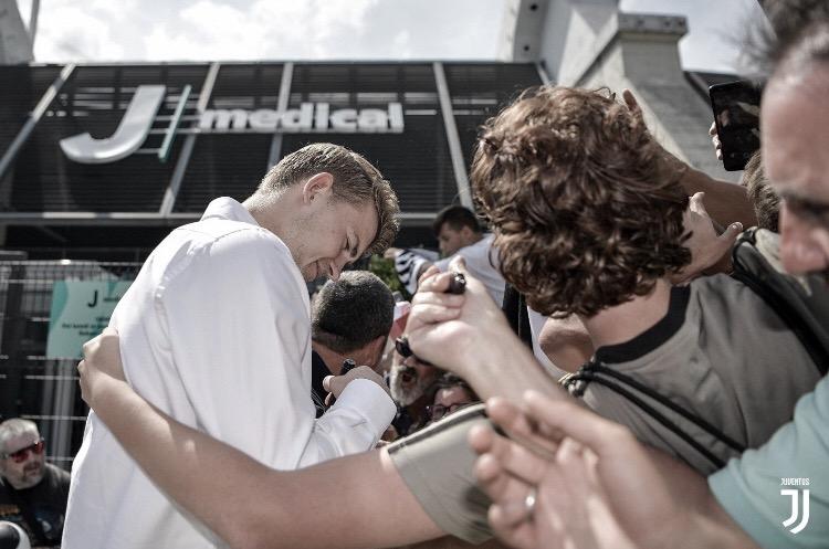 Juventus chega a um acordo com Ajax e anuncia contratação de De Ligt