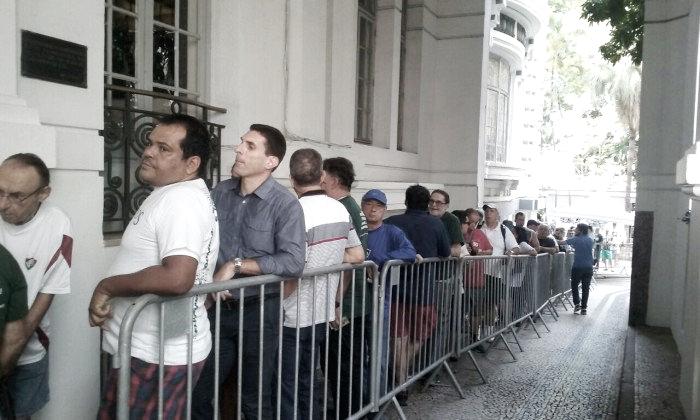 Eleição no Fluminense começa com longas filas e clima tranquilo