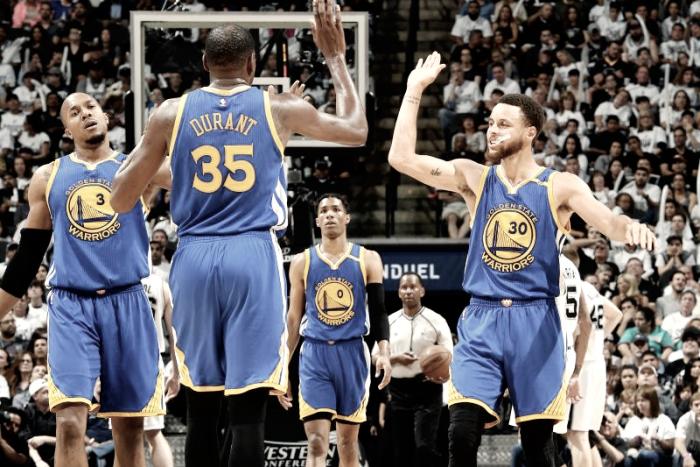 Warriors garantem vaga na final pelo terceiro ano consecutivo e igualam feito dos Lakers