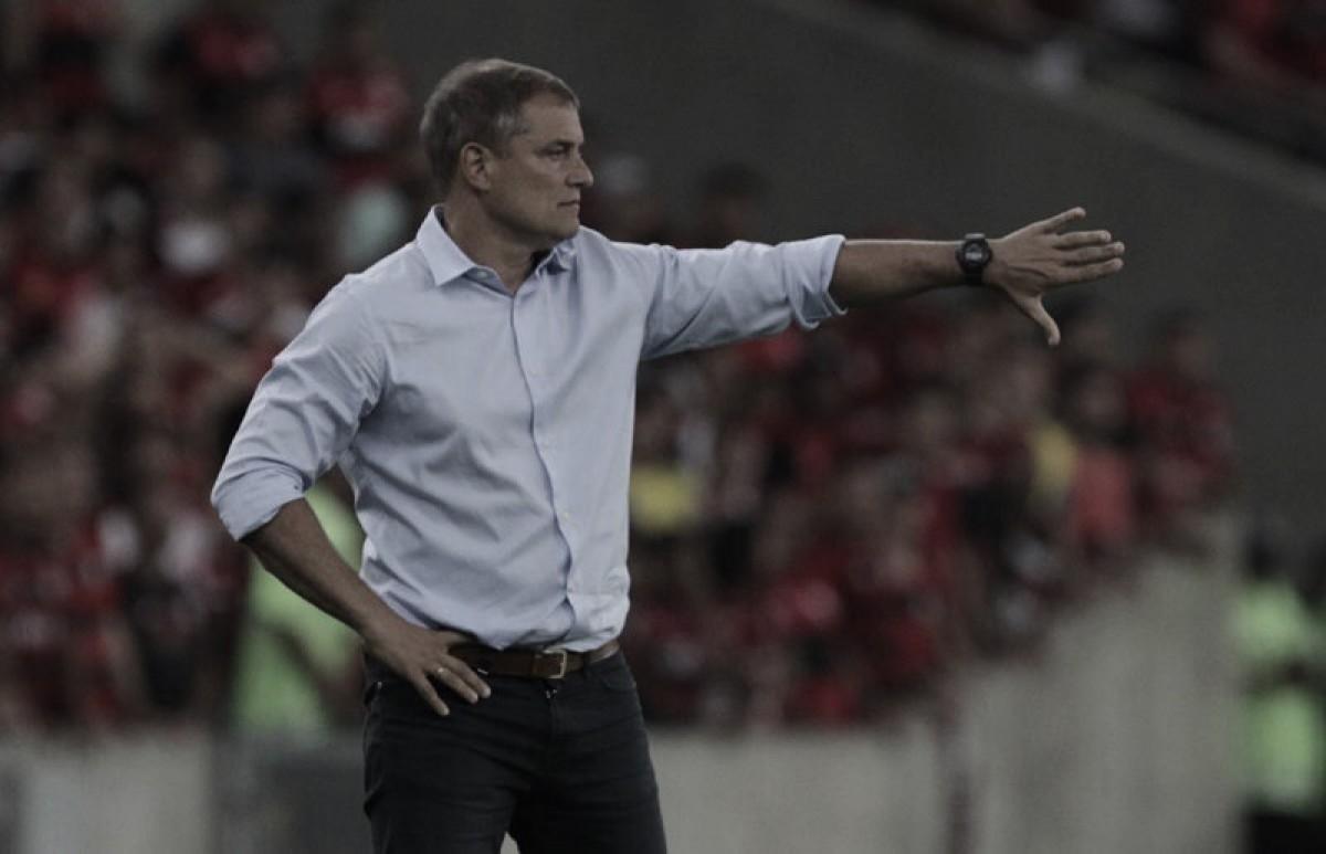 """Aguirre enaltece vitória do São Paulo sobre Flamengo no Maracanã: """"Nos dá confiança"""""""