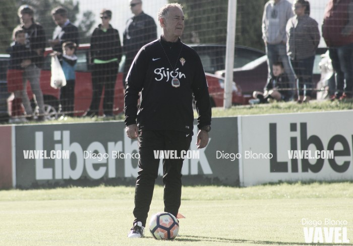El equipo técnico de Abelardo denuncia al Sporting