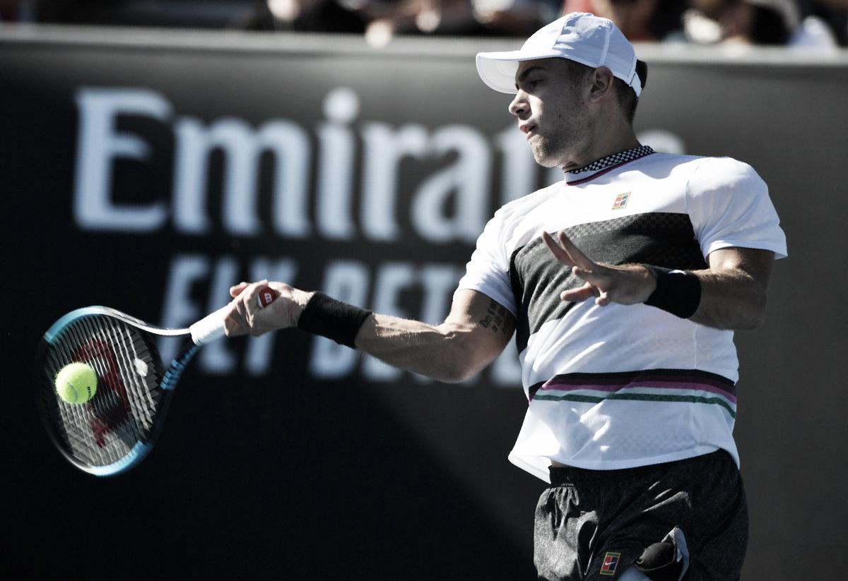 Coric bate Krajinovic de virada e garante vaga nas oitavas do Australian Open