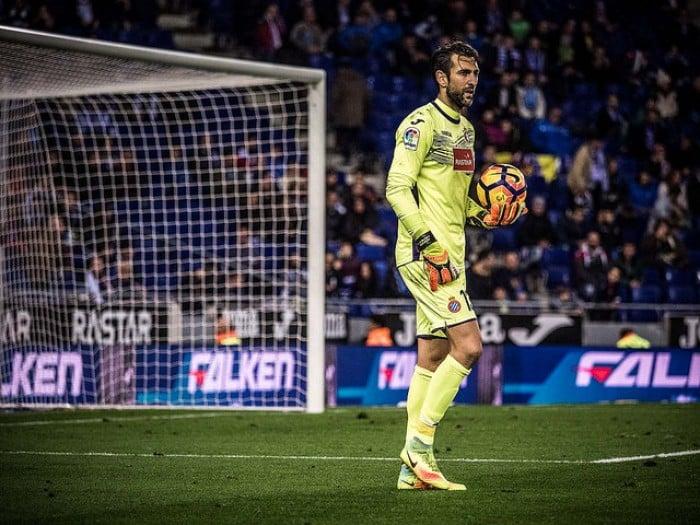 55 minutos son los que separan a Diego López de hacer historia en el club perico