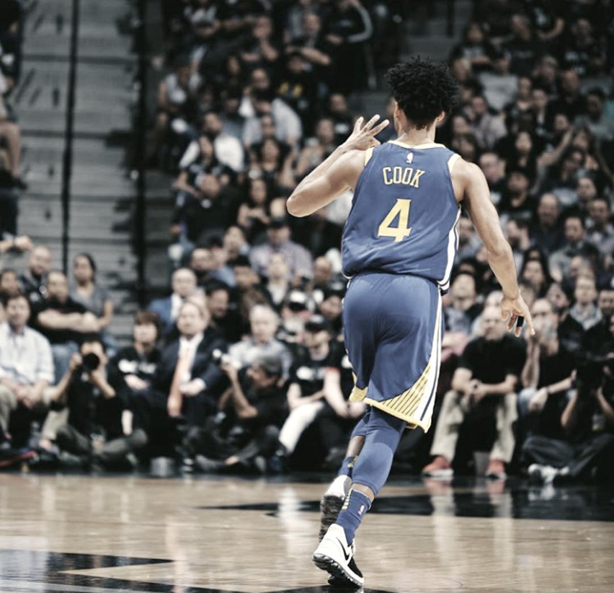 Los Warriors derrotan a Spurs