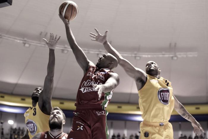 Risultato finale EA7 Milano - Fiat Torino in Lega Basket serie A 2016/17 (81-74): l'Olimpia ha la meglio sui gialloblu