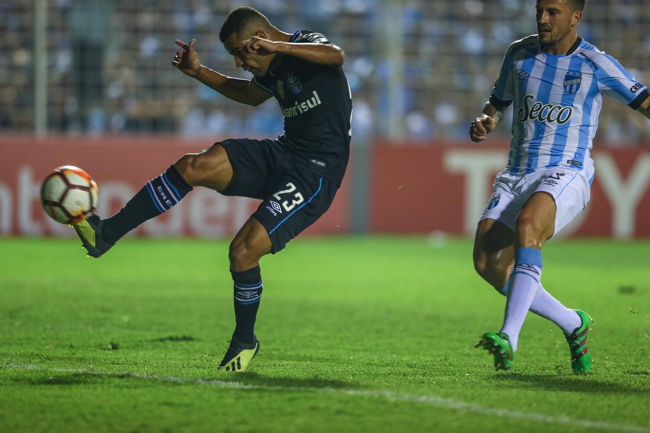 Com vantagem, Grêmio recebe Atlético Tucumán para decidir vaga na semifinal da Libertadores
