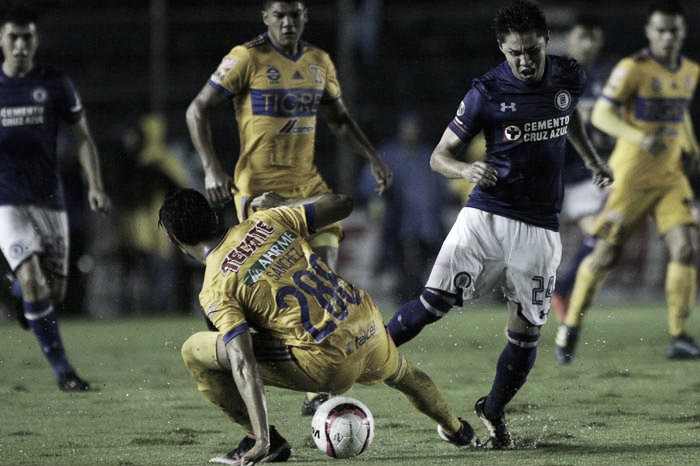Cruz Azul vence a Tigres en partido lleno de emociones