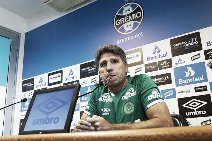 """Renato Gaúcho usa camisa da Chape, oferece ajuda e declara: """"Todo mundo veste verde"""""""