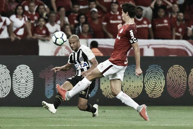 """Santos e Inter se enfrentam na Vila Belmiro em """"jogo de seis pontos"""""""
