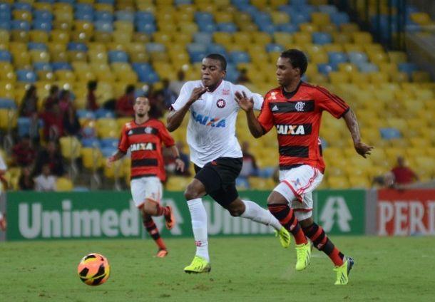 Com goleada e de virada, Atlético-PR vence o Flamengo no Maracanã