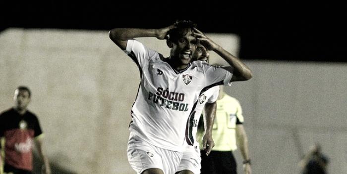 Após golaço,GustavoScarpa admite ter visto goleiro adiantado outras vezes