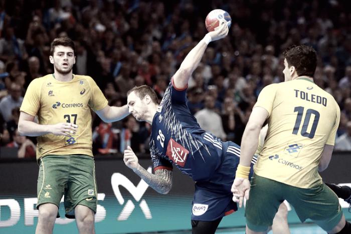 Brasil estreia com derrota para França no Mundial de Handebol masculino