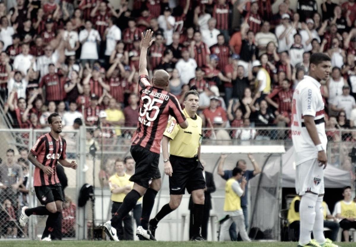 Recordar é viver: em 2013, Atlético-PR vence São Paulo e adia título do Cruzeiro