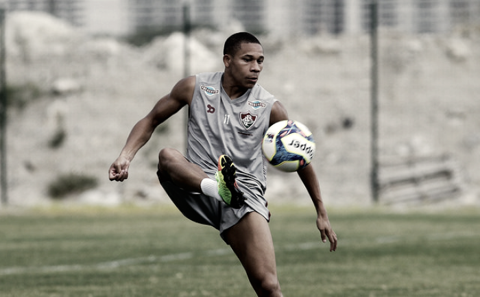 """Wellington explica drible em juiz e avalia final contra Flamengo: """"Clássico sempre é difícil"""""""