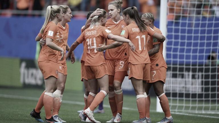 Passou! Holanda derrota Camarões e se classifica às oitavas da Copa