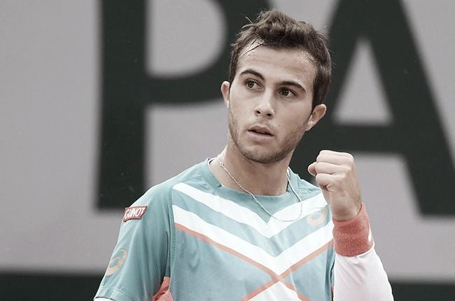 Jovem Gaston surpreende, aplica 'pneu' no quinto set e desbanca Wawrinka em Roland Garros