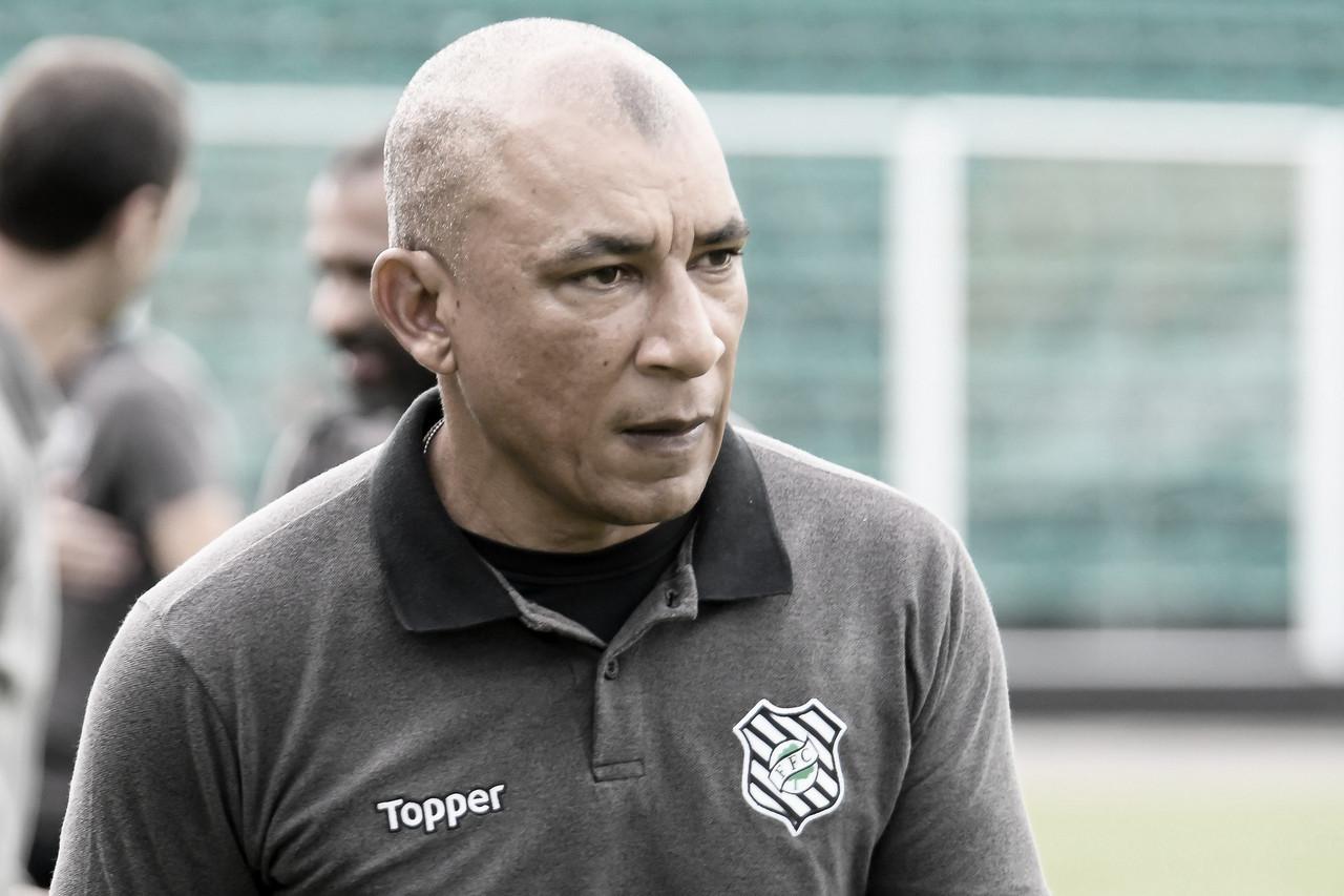 Treinador do Figueirense, Hemerson Maria esbraveja contra própria diretoria e ameaça W.O.