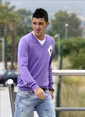 Villa sigue evolucionando de su lesión y ya camina sin muletas