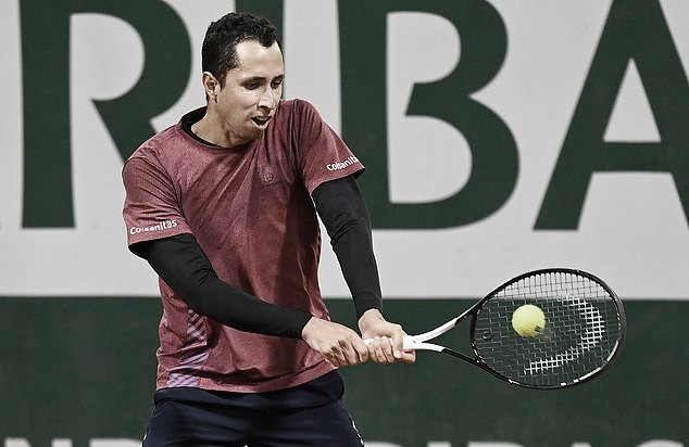 Daniel Galán brilló en la luz de París y ganó su primer partido de Grand Slam