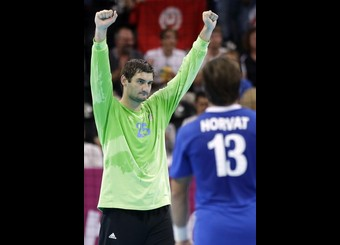 Croacia se mantiene como única invicta y pasa a semifinales
