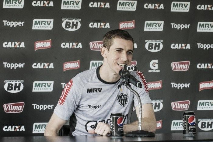 Formação com dois volantes anima Adilson no Atlético-MG