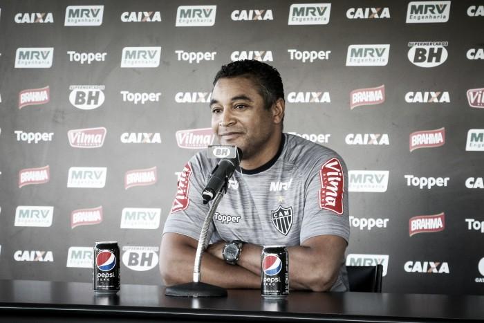 Roger confirma Felipe Santana de titular e espera contar com Fred e Cazares contra São Paulo