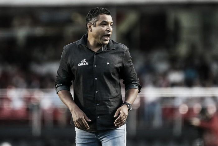 """Roger Machado se frustra com time após ceder empate ao Sport: """"Lento e desconcentrado"""""""