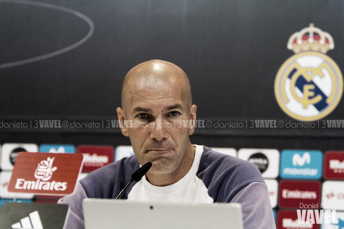 """Zidane minimiza declaração de Isco e confirma permanência do meia: """"Ele continua aqui"""""""