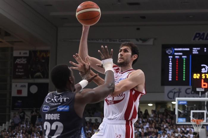 Basket: l'EA7 Milano crolla ancora, Trento vola sul 3-1