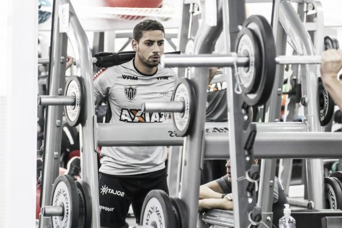 Zagueiro Gabriel sofre contusão muscular e é vetado de jogo contra Atlético-PR