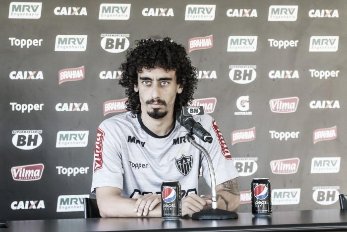 """Valdívia pede ofensividade ao Atlético-MG: """"Tem que mostrar dentro de campo"""""""