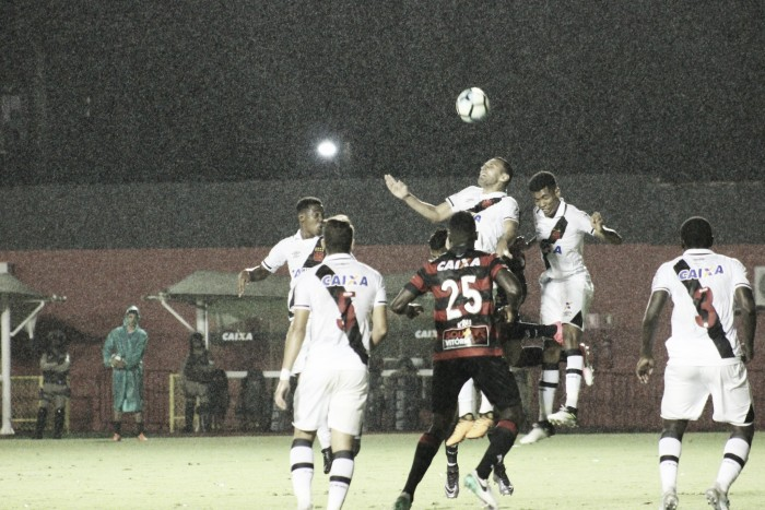 """Autor de gol, Guilherme elogia atuação dos garotos vascaínos: """"Nós demos conta do recado"""""""