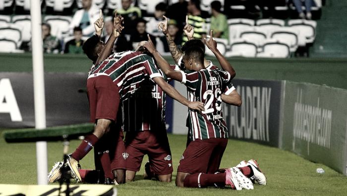 Após perder dois zagueiros, Fluminense vence Coritiba fora de casa e encerra sequência negativa
