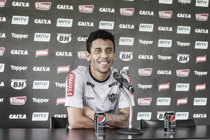 Recuperado de lesão, Marcos Rocha aguarda aval de Roger Machado para voltar a jogar