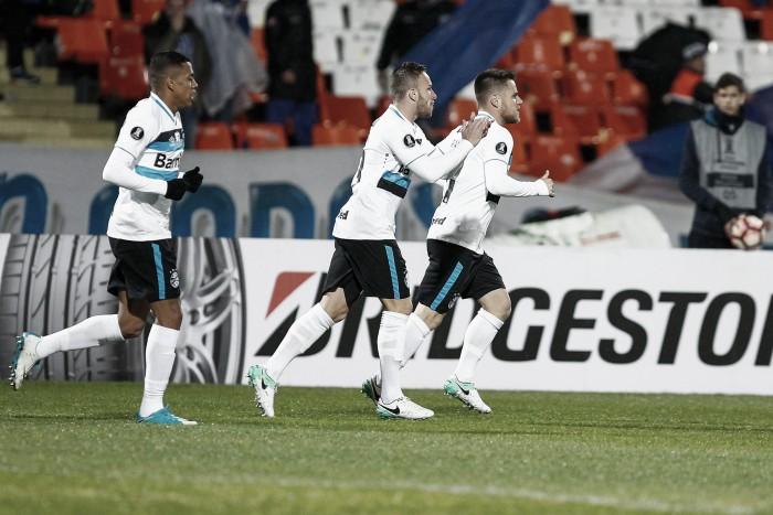 Jogadores do Grêmio ressaltam raça da equipe em jogo brigado contra Godoy Cruz